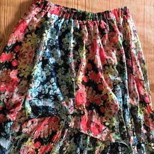 Fun floral skirt size L